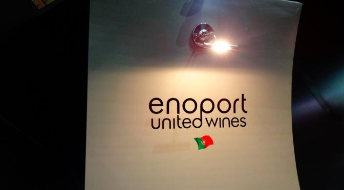 Na Expovínis 2013, degustando alguns vinhos portugueses que estão chegando aqui pela Domno