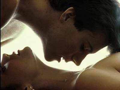 casal-beijando-em-extase